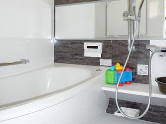 バスルームリフォーム 暖かく、掃除のしやすい浴室
