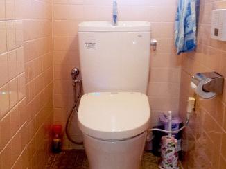 トイレリフォーム お掃除楽々、オート開閉のトイレ