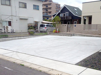 エクステリアリフォーム コンクリート打設で手入れ不要の庭に