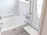 バスルームリフォーム窓の位置を変えて採光と換気を改善した浴室