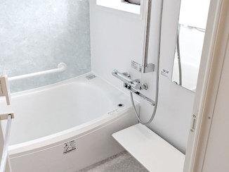 バスルームリフォーム 窓の位置を変えて採光と換気を改善した浴室